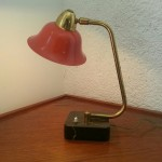 Lampe coudée et réflecteur à chapeau