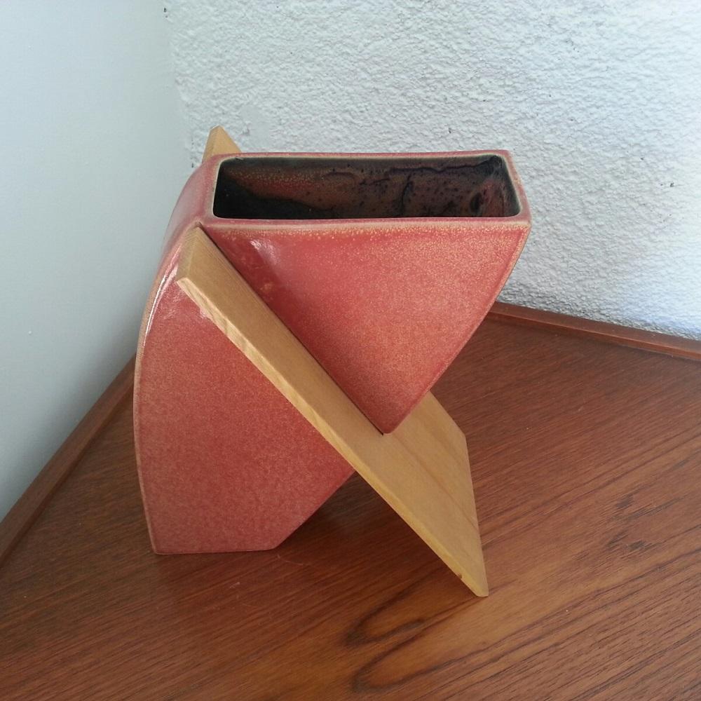 vase-en-céramique-et-bois