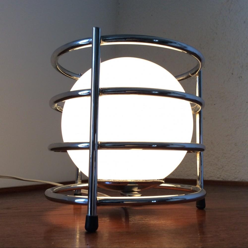 Lampe à cercles chromés