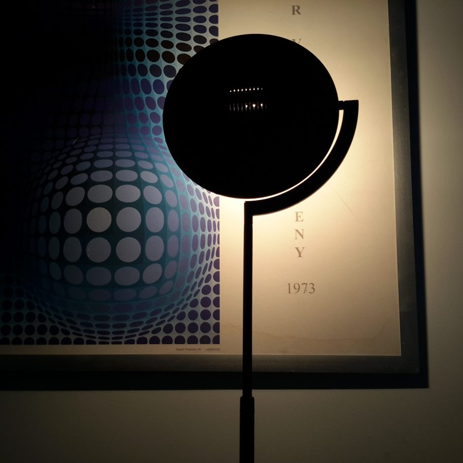 lampadaire-noir-style-memphis-1