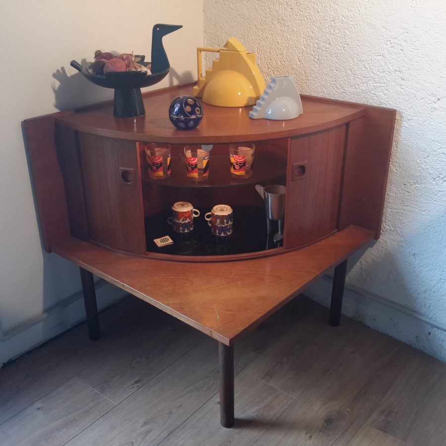 Meuble d'angle bar scandinave