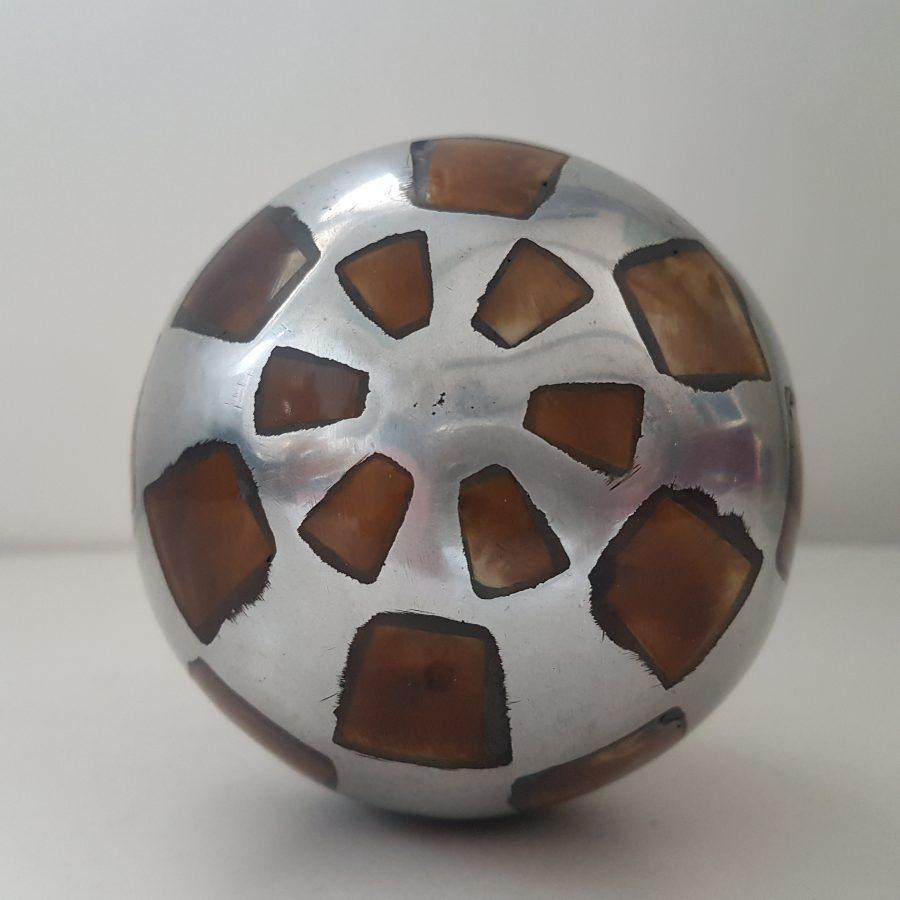 Boule d'aluminium à incrustation d'os