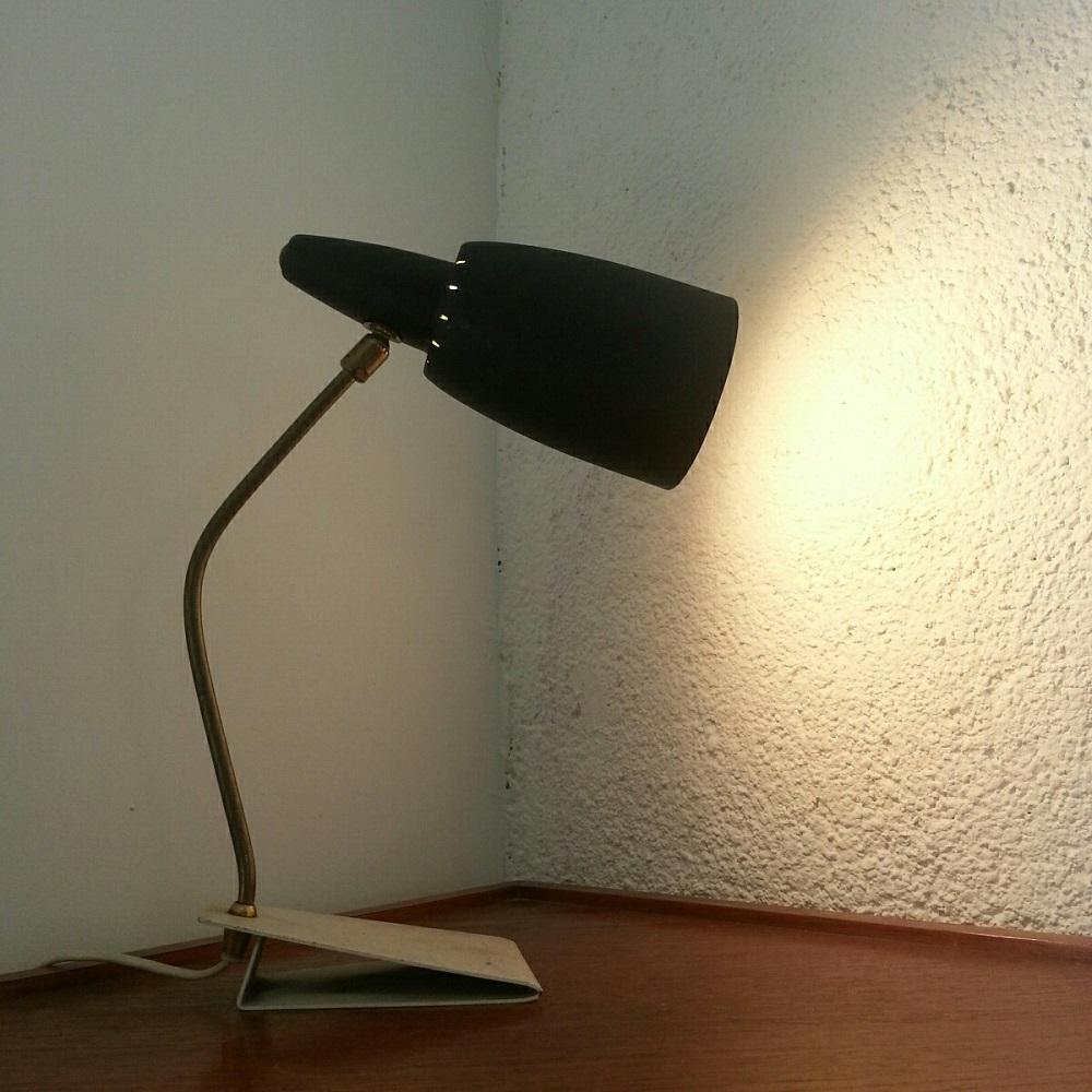 Lampe à rotule sur socle blanc