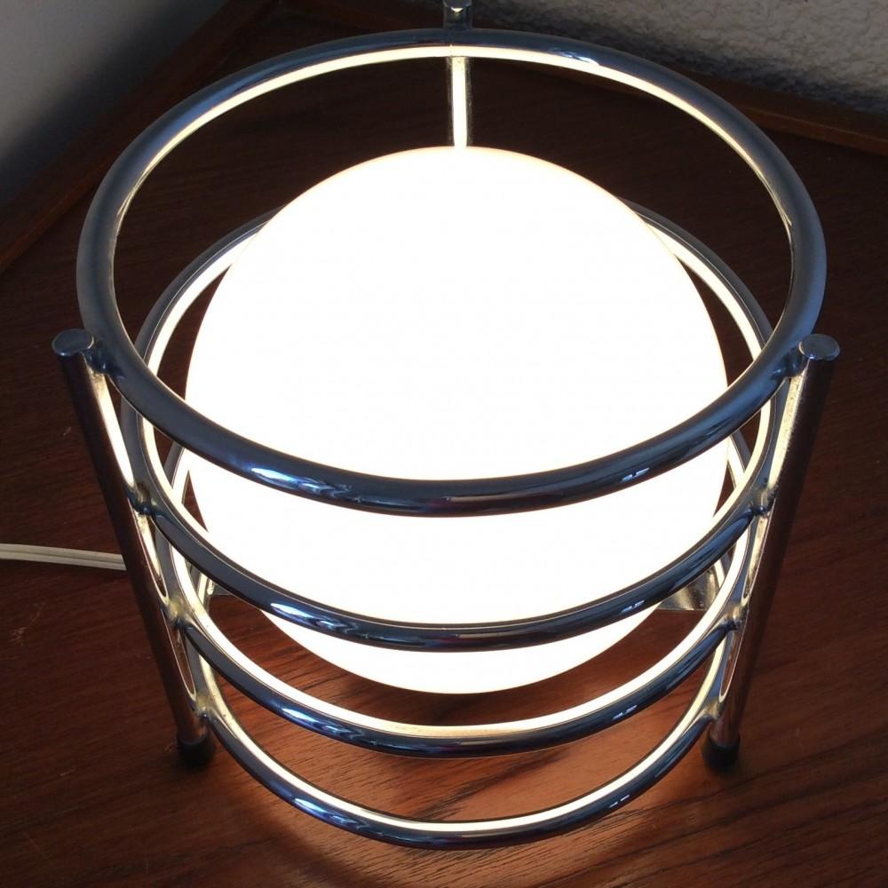 lampe-à-cercles-chromés
